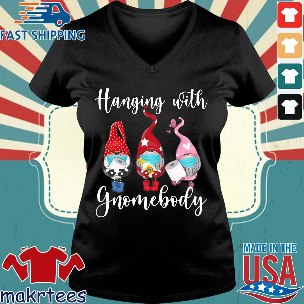 Hanging With Gnomebody #quarantinelife Shirt Ladies V-neck den