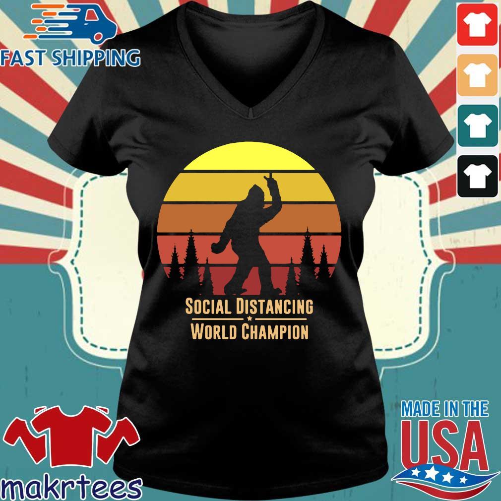 Social Distancing World Champion – Bigfoot Yeti Sunset T-Shirt Ladies V-neck den