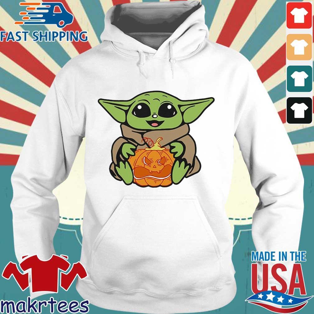 Baby Yoda Hug pumpkin Halloween s Hoodie trang