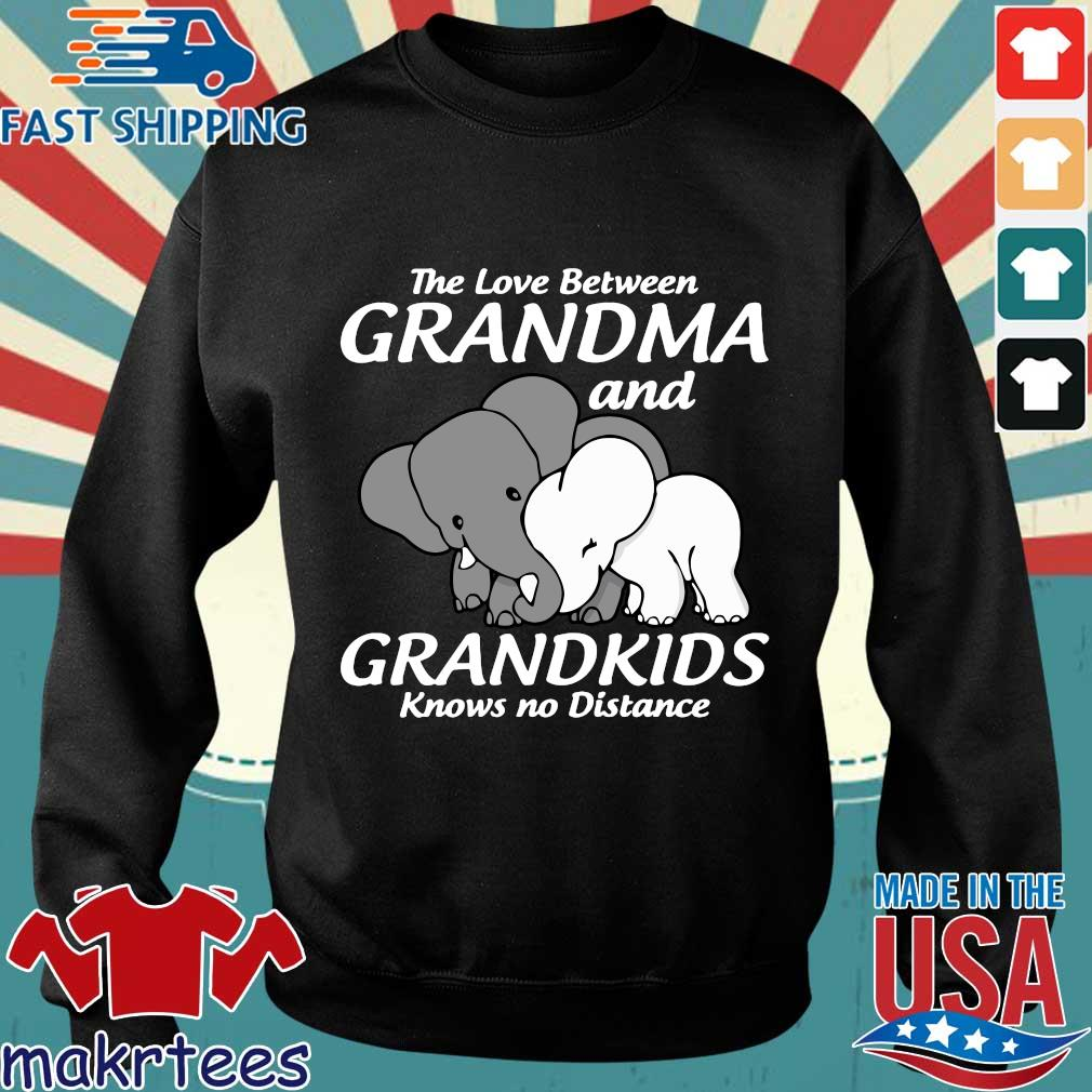 Elephant The Love Between Grandma And Grandkids Knows No Distance Shirt Sweater den