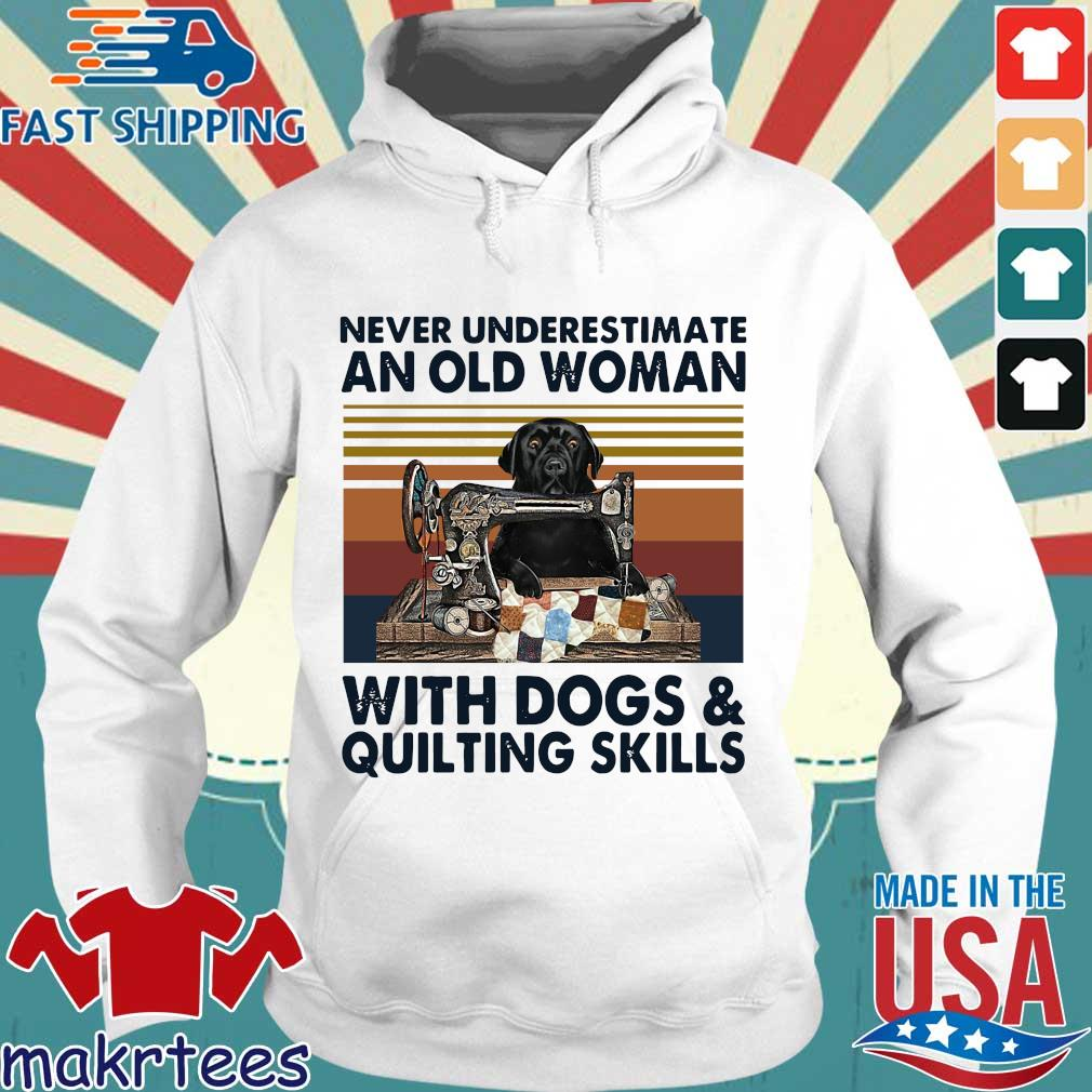 Never underestimate an old woman with dogs and quilting skills vintage s Hoodie trang