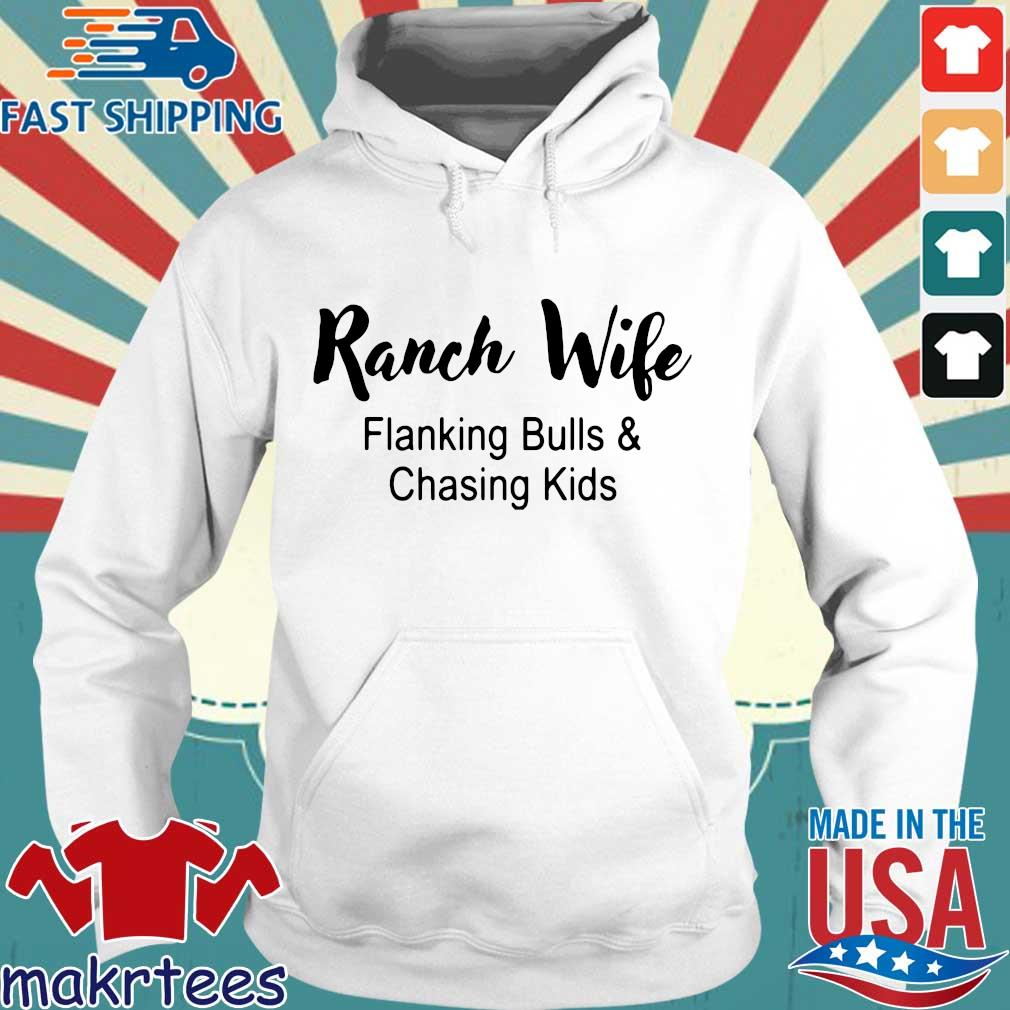 Ranch wife flanking bulls chasing kids s Hoodie trang