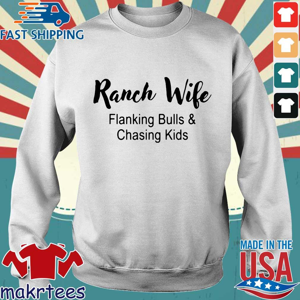 Ranch wife flanking bulls chasing kids s Sweater trang