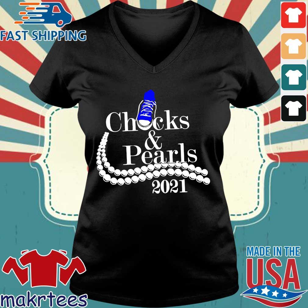 Chucks and pearls 2021 s Ladies V-neck den