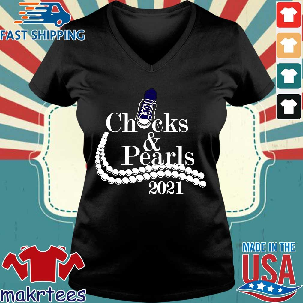 Chucks and pearls 2021 tee s Ladies V-neck den
